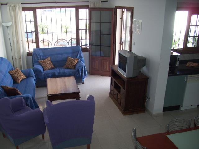 This spacious villa in the popular destination of Puerto del Carmen and includes a private pool with lots of space.  Puerto del Carmen is perfect f